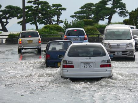 Free Stock Photo of Cars driving on a flooded street in Matsue, Japan