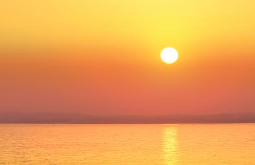 Free Stock Photo of Hazy Sunset Over a Calm Sea - Summer Holidays