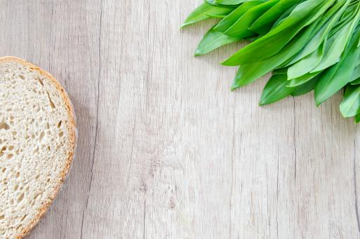 Free Stock Photo of Fresh Bear Garlic and Bread on Wooden Table
