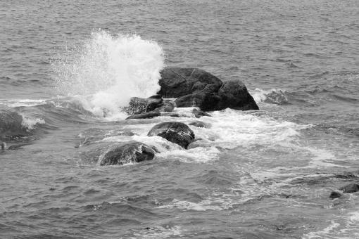 Free Stock Photo of Breaking Waves on Rocks