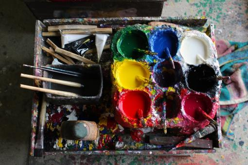 Free Stock Photo of Set of artist's paint pots and brushes