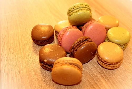 Free Stock Photo of Heap of French Macaroons - Sweets and Cookies