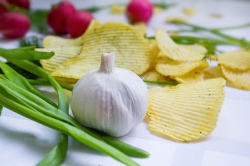 Free Stock Photo of Fresh Garlic with Onions and Chips