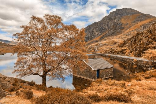 Free Stock Photo of Ogwen Lake House - Orange Cream Fantasy