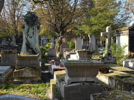 Free Stock Photo of Paris cemetery - view on some graves