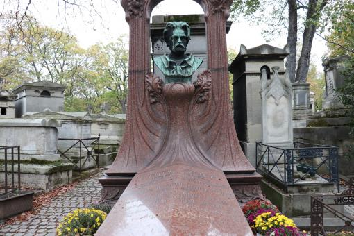 Free Stock Photo of Famous writer Emile Zola's grave. Art Nouveau style