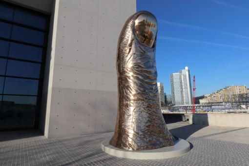 Free Stock Photo of Gold-plated bronze, 6 meters high and 6 metric tons of weight