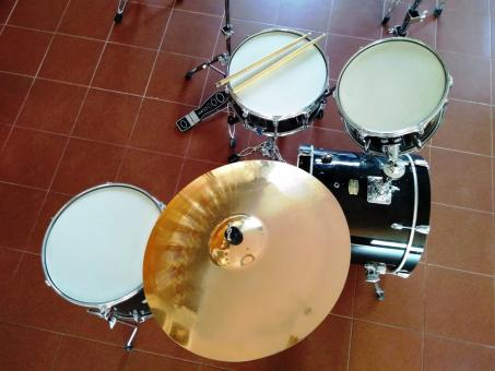 Free Stock Photo of Above view of a drum kit
