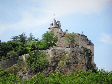Free Stock Photo of Beautiful and proud 17th century castle on its cliff!