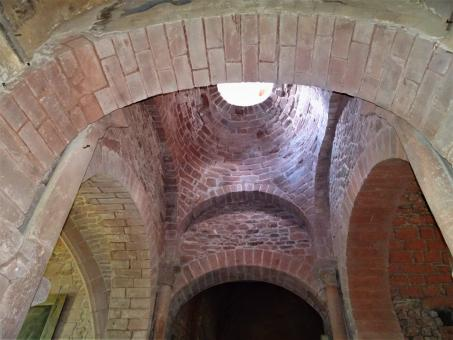 Free Stock Photo of Red sandstone in church ceiling