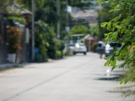 Free Stock Photo of Blurry background of a residential suburban street