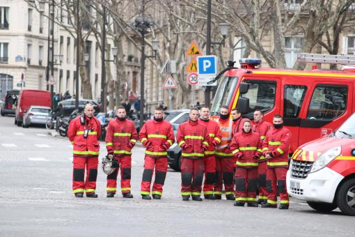 Free Stock Photo of Firemen waiting for the first casualties...