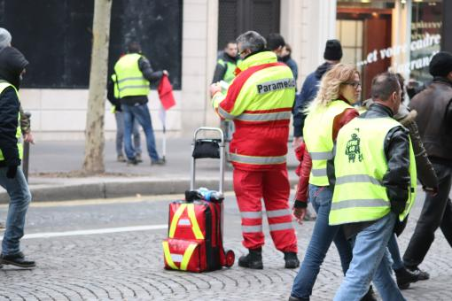 Free Stock Photo of US paramedics in a French street demonstration???!!!