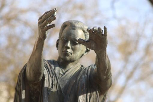 Free Stock Photo of Bronze sculpture of man with open arms