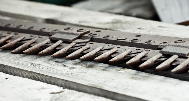 Free Stock Photo of Rusted Old Metal Claws