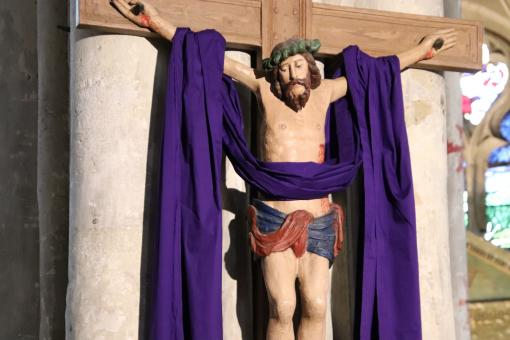 Free Stock Photo of Jesus on the cross with a violet stole