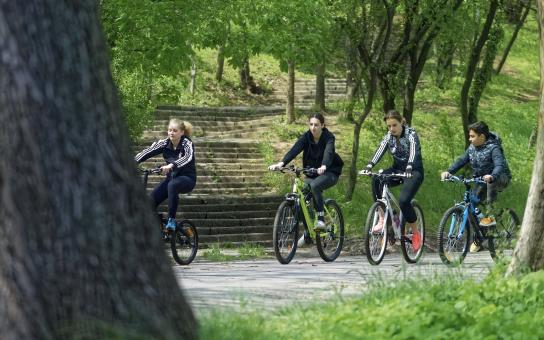 Free Stock Photo of Young people with bicycles