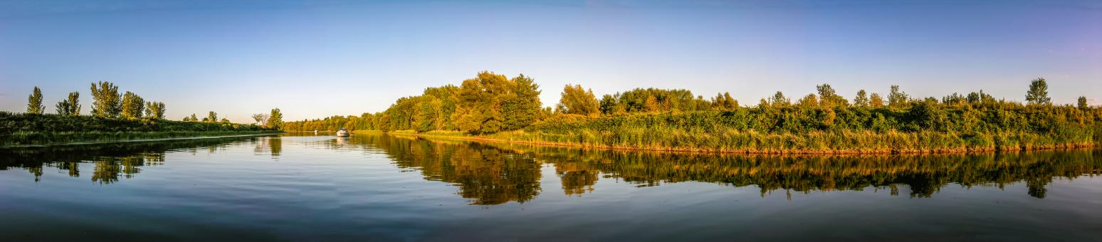 Free Stock Photo of Panoramic Lake Reflections