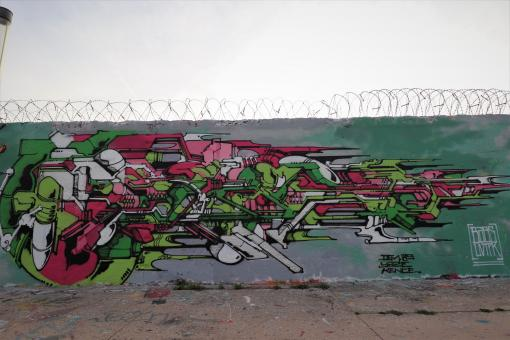 Free Stock Photo of French graffiti on wall with barbwire