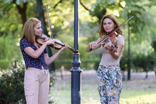 Free Stock Photo of Women playing violins