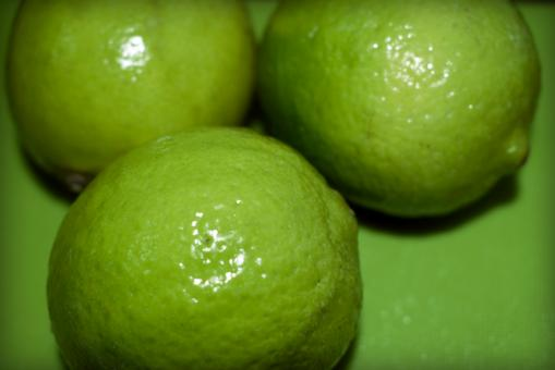 Free Stock Photo of Three ripe limes