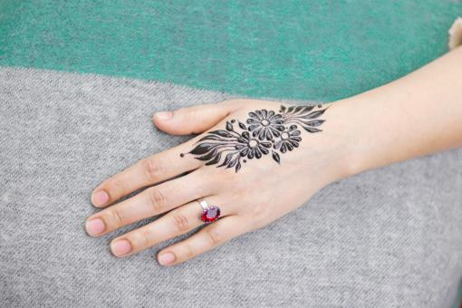 Free Stock Photo of Beautiful girl back hand henna design