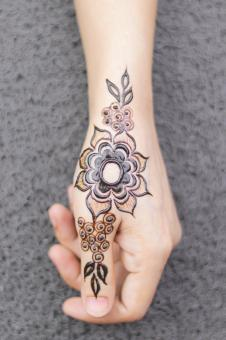 Free Stock Photo of Beautiful Henna Design on Female Hand