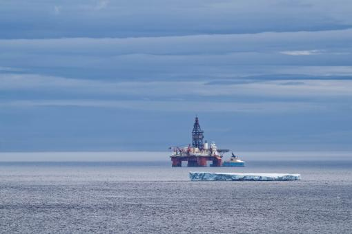 Free Stock Photo of Offshore oil rig and iceberg