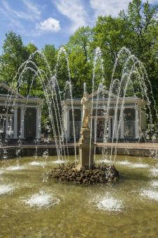 Free Stock Photo of Peterhof Palace Fountain