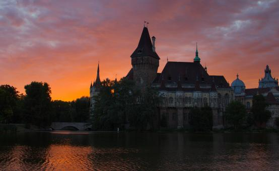 Free Stock Photo of Vajdahunyad Castle at dawn