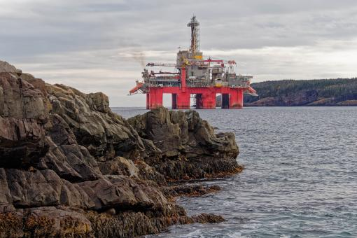 Free Stock Photo of Drill rig near shore