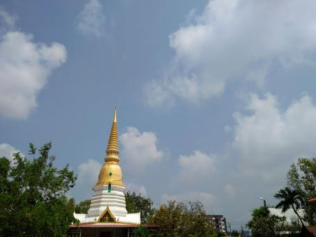 Free Stock Photo of Gold Buddhist temple spire