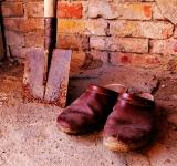 Free Photo - Old shoes with shovel