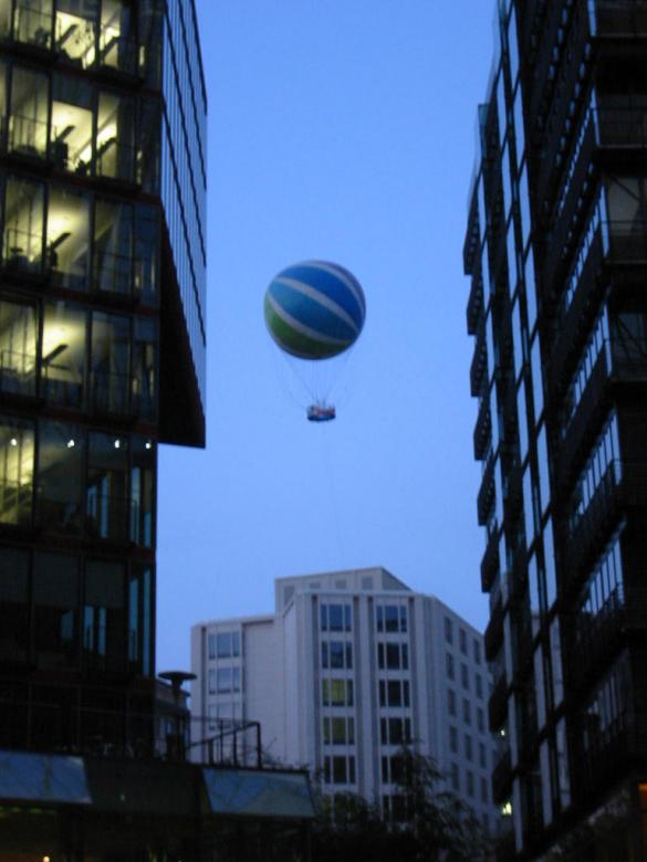 Ballon over the city Free Photo