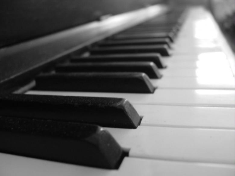 Piano keys Free Photo