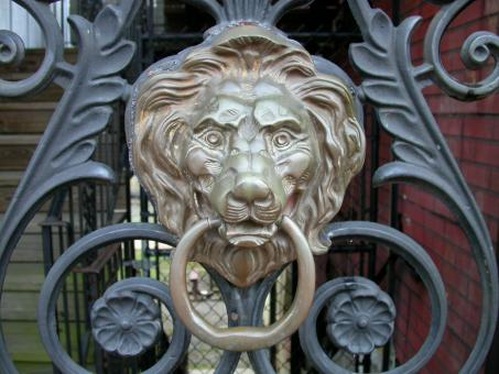 Lion door knob - Free Stock Photo