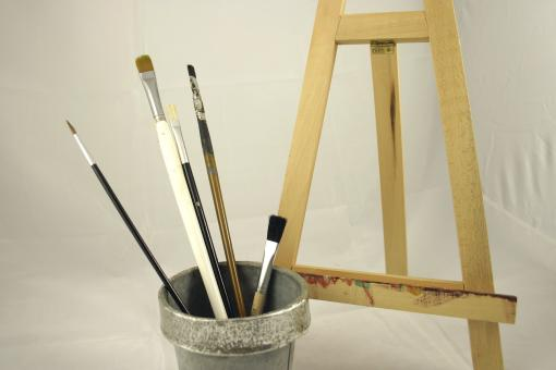 Paint brushes and display easel - Free Stock Photo