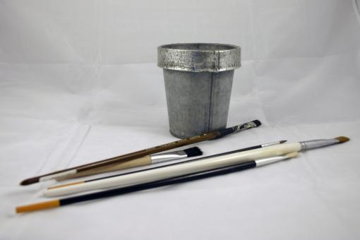 Brushes and a tin can - Free Stock Photo