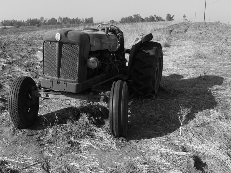 Free Stock Photo of 1956 Fordson Major E1A Tractor Laid to R Created by j. l. johnson