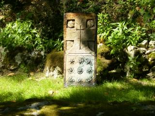 Download Tomb stone Free Photo