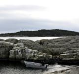 Free Photo - Sailing between the rocks