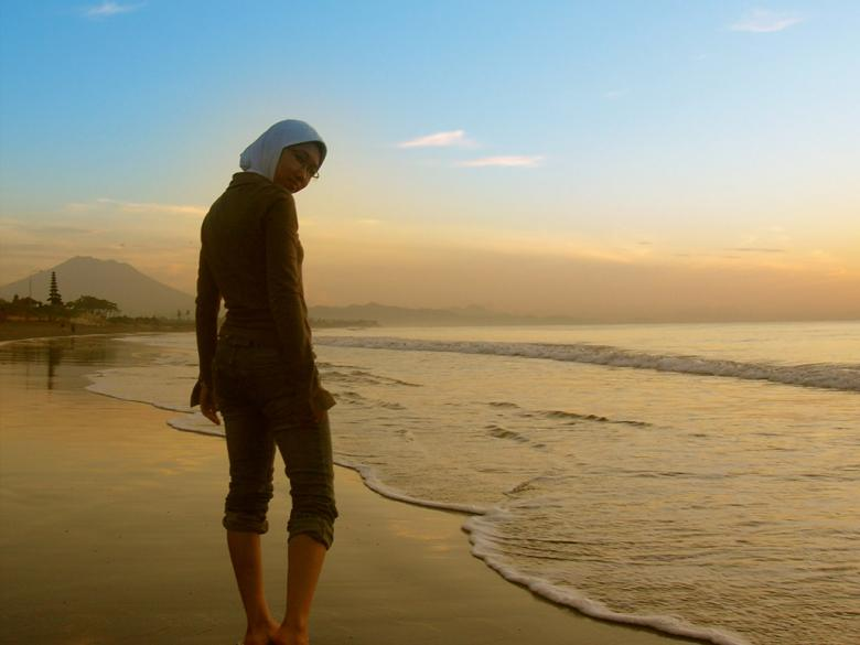 Free Stock Photo of Waling on the beach Created by Didi Supardi