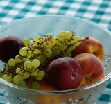 Free Photo - Bowl of peaches and grapes