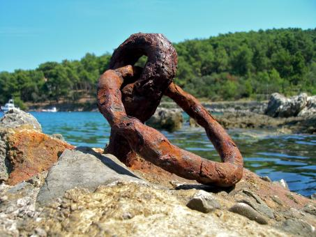 Rusted metallic anchor - Free Stock Photo