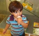 Free Photo - Child eating ice cream