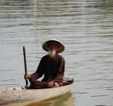 Free Photo - Vietnamese man on a boat