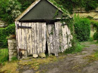 Old shack Free Photo