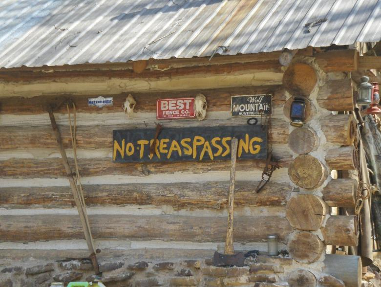No trespassing Free Photo