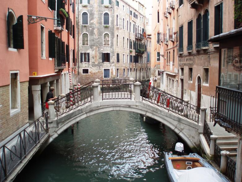 Free Stock Photo of Discover the channels in Venice Created by Yuliy Ganev