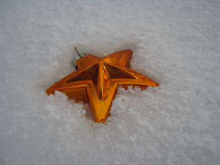 Star on the snow - Free Stock Photo
